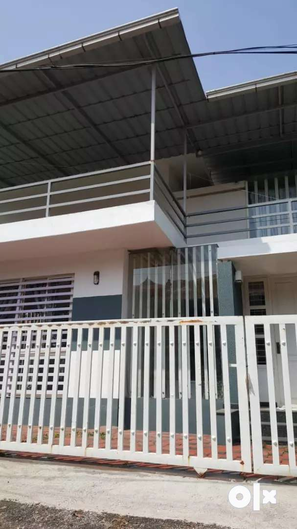 3 bhk independent house @ Irumpanam 0
