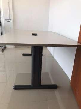 Meja meeting buat kantoran