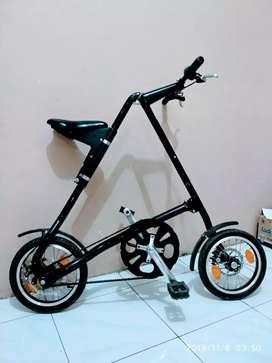 Sepeda lipat A Strida