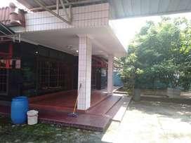 Rumah luas dan kos-kosan 12 pintu