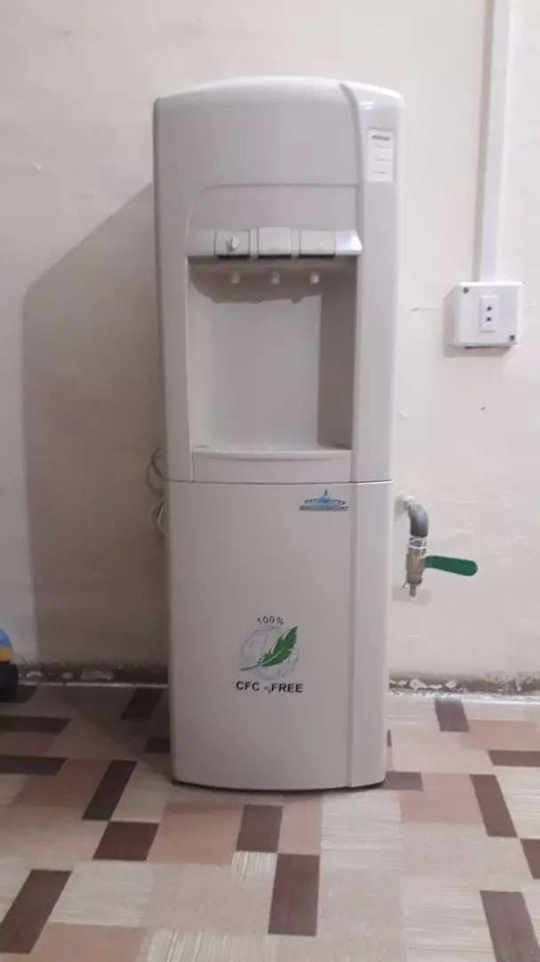 Water dispenser in excellent condition 0