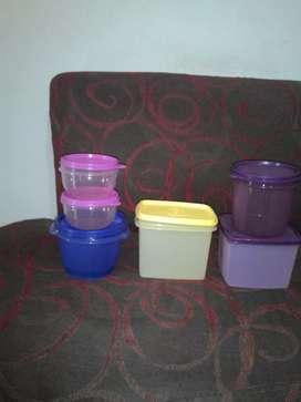 Wadah plastik untuk menyimpan makanan