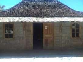 Tanah 591m plus limasan Jati kuno plus warung rokok plus kandang