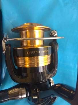 Reel pancing merk DAIWA sweepfire tipe 4000-2B., untuk sungai dan laut