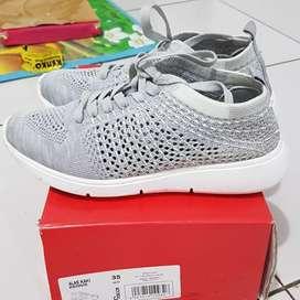 Sepatu anak perempuan sneaker tracce grey