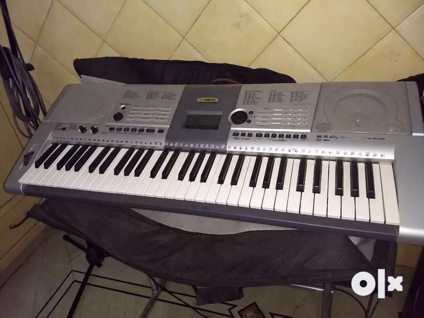 Keyboard Yamaha PSR i425 with stainless steel stand 0