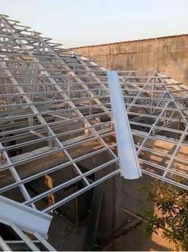 Baja ringan rangka atap terpasang