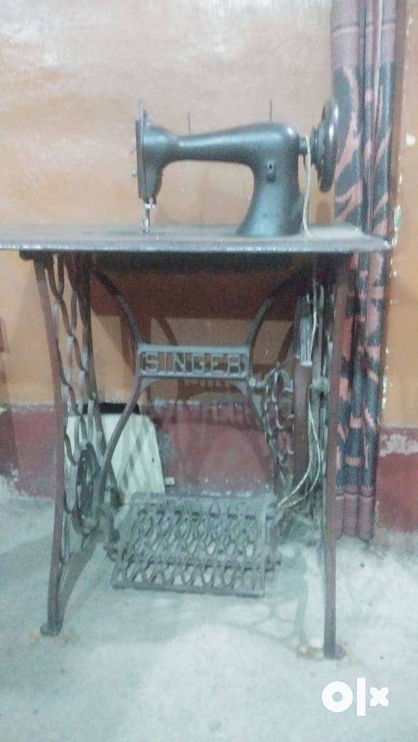 Singer company silai machine. In good condition and well maintained.