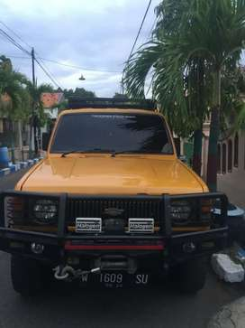 BU mobil langka Trooper Isuzu Diesel 2300 cc 4x4 manual th 1987