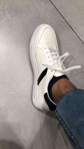 43 size brand new white shoes for sale from Almas. Price 3000