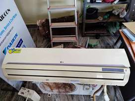 LG 1.5 TON AC in good condition with installation and accessories