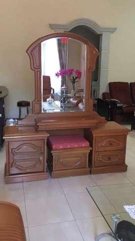meja rias kaca lengkap dengan kursi