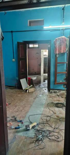 Office Suitable House Vazhuthacadu Thycadu Main Road Side..