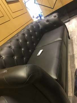 Per seat 22000 Black Leather 8seater hy total amount ban rhi hy 176000