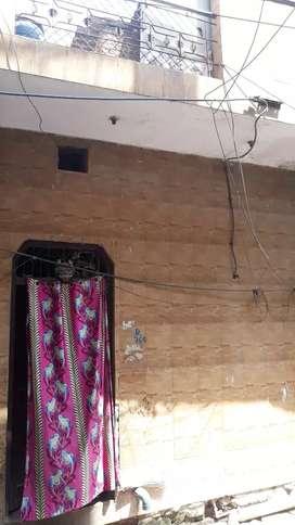 Sell My house 25 gaj lrnter ka bna hua ak Manjil mukundpur Delhi