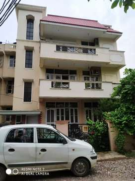 3 bhk ready to move builder floors in South city 1 Gurgaon