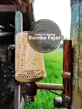 Lampu dinding bambu