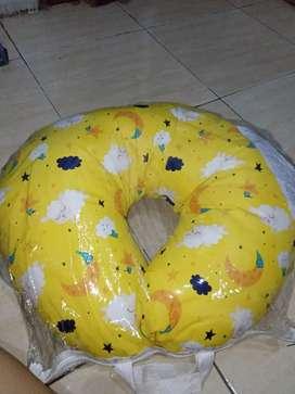Bantal menyusui motif star yellow