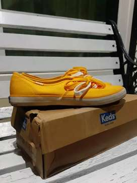 Sepatu merk keds original size 39 warna yellow