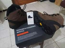 Sepatu EIGER Eagle Plum Bongkeng Series Mountaineering Shoes