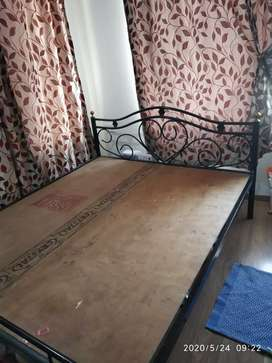 Queen size bed in very good condition