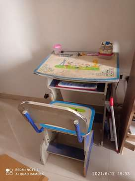 IMMEDIATE FOR SALE STUDY TABLE EITH CHAIR
