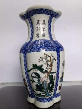 Vas keramik gambar orang
