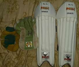 Keepimg gloves and pad