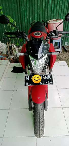 Di jual cb150r new warna merah limited