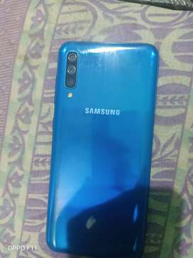Samsung galaxy A50 in mint condition 4gb ram, Just 12000