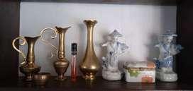 hiasan kuningan dan porselen