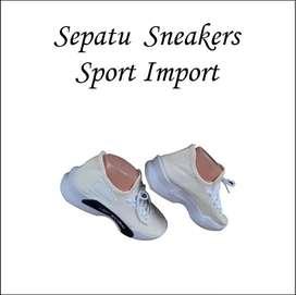 Sepatu Sneakers Putih 020