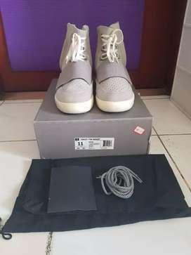 Sepatu Adidas Yeezy Boost 750 OG