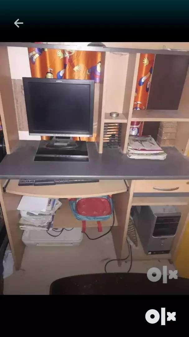 Desktop computer 0
