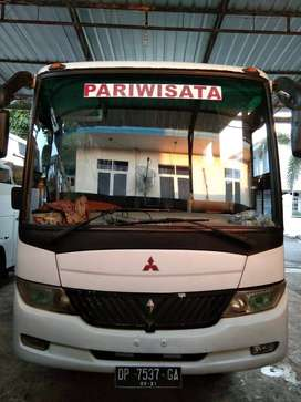 Bus pariwisata Mitsubishi FE 84 g BC