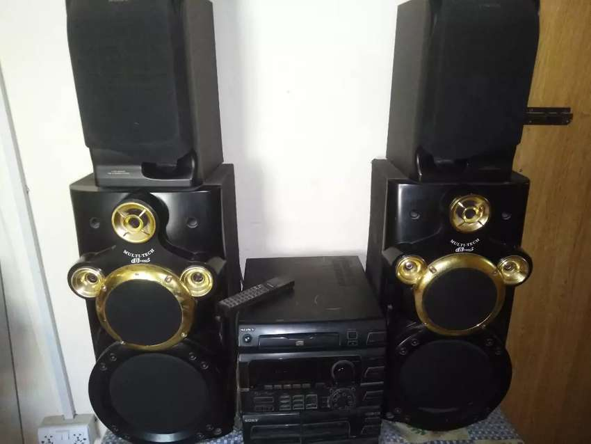 Audio Sony system with 2 extra speakers 0