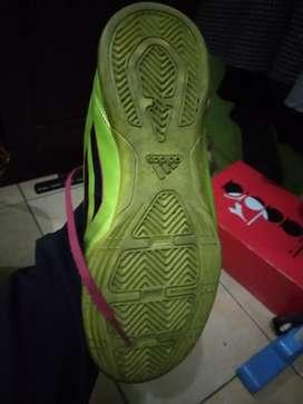 Sepatu futsal Adidas F50