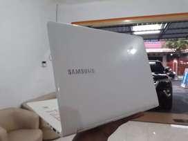 Laptop Samsung model Slim