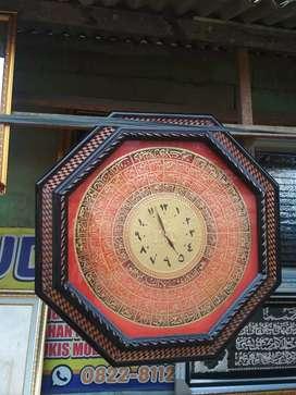 Jam Kaligrafi Bingkai kayu ukir ukuran 75x75