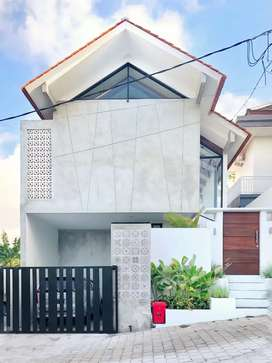 Brand New 3 BR Gorgeous Contemporary Villa
