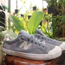 Sepatu newbalance procourt heritage suede