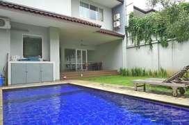 Disewakan Rumah Cantik with Private Pool di Kompleks Cipete