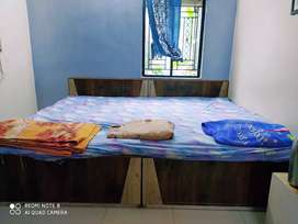 King size double bed8×6.7 ft