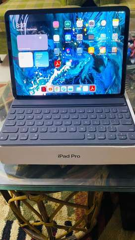 iPad Pro 11 inch with Keyboard (apple original)