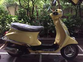 Good condition Vespa first model 125 cc .. urgent sell