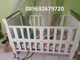 Box Bayi Putih Bekas