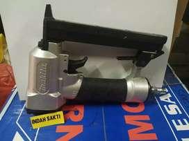 Makita AT422AZ gun staples angin / pneumatic stapler model U