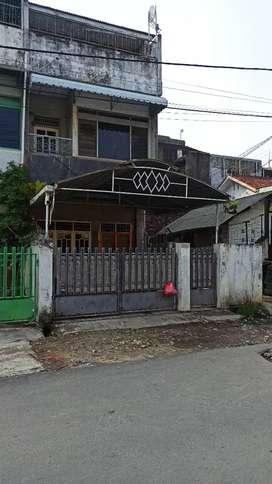 Disewakan Rumah/Ruko 3 lantai dekat pasar & view laut