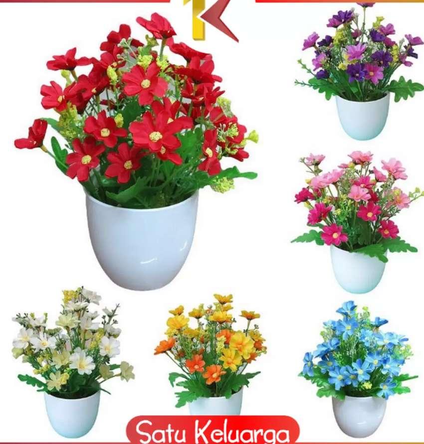 Ornamen pot bunga plastik