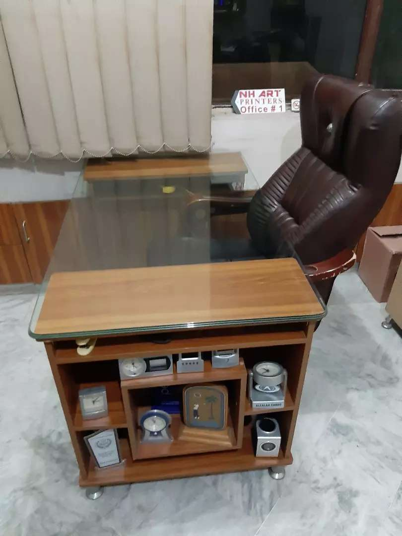 Executive office chair and table 0